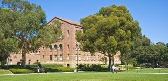 加利福尼亚校园草坪大学 免版税库存照片