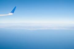 加利福尼亚海岸朦胧的看法从平面离开的洛杉矶的 免版税库存图片