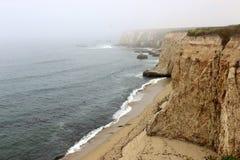 加利福尼亚海岸,坚固性峭壁在达文波特 免版税图库摄影