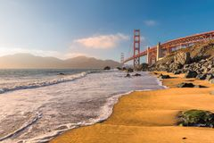 加利福尼亚海滩和金门大桥,旧金山,加利福尼亚 免版税库存照片