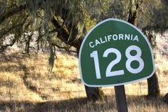 加利福尼亚状态路线128通过北加利福尼亚酒Coun 免版税图库摄影