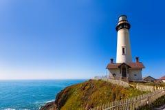 加利福尼亚鸽子点灯塔在Cabrillo Hwy沿海hwy 1 免版税库存照片
