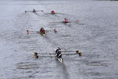 加利福尼亚,哈佛, Princton,康奈尔,在查尔斯赛船会精神的冠军Fours头的东北种族  免版税图库摄影