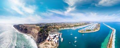 加利福尼亚Dana Point 美好的海岸线鸟瞰图  免版税库存照片