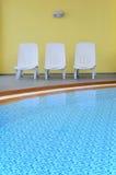 加勒比主持空的旅馆池海运 库存图片