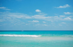 加勒比海和蓝天 库存照片