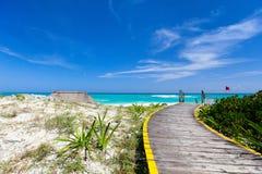 加勒比海滩和海运 免版税库存照片