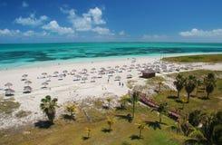 加勒比热带绿松石沙子海滩在巴拉德罗角古巴 免版税库存照片