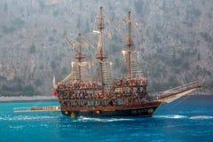 加勒比的小船海盗 库存照片