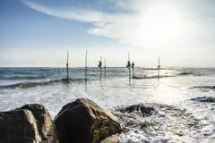 加勒高跷渔夫 库存图片
