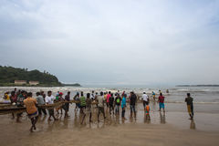 加勒,斯里兰卡- 2013年10月19日:渔夫从渔回来 免版税库存照片