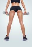 加大的训练的健身运动的妇女干涉与哑铃 库存图片