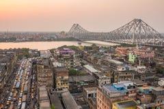 加尔各答市美丽的景色有豪拉桥梁的在日落期间的河Hooghly 免版税图库摄影