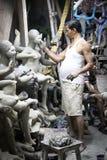 加尔各答,印度- 10月26 :女神Dur艺术家雕塑  库存照片