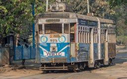 加尔各答,等待乘客的电车遗产在一星期日早晨 免版税库存照片