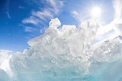贝加尔湖冰海岛olkhon红色岩石 免版税库存照片