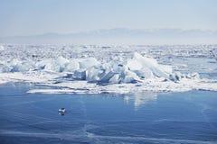 贝加尔湖冰 33c 1月横向俄国温度ural冬天 免版税图库摄影