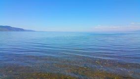 贝加尔湖在夏天在一个晴天 免版税库存照片