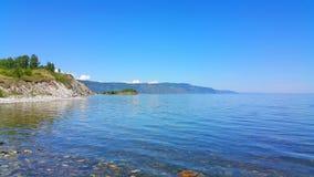 贝加尔湖湖 岩石海角Shamanka在Sludyanka 图库摄影