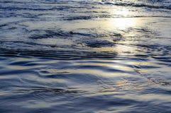 贝加尔湖湖 水表面和波浪 免版税图库摄影