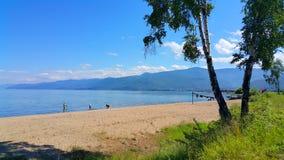 贝加尔湖的游人 库存照片