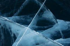 贝加尔湖表面上的清楚的蓝色冰  库存图片