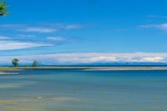 贝加尔湖视图覆盖山 库存照片