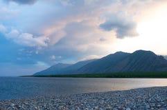 贝加尔湖风景有日落背景 库存图片