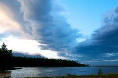 贝加尔湖风景有日落背景 免版税库存照片