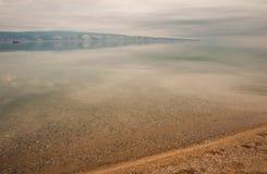 贝加尔湖,俄罗斯克里斯特尔清楚的水  库存照片