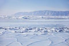 贝加尔湖,在冰的镇压 33c 1月横向俄国温度ural冬天 免版税库存照片