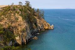 贝加尔湖, Olkhon海岛海岸在Khuzhir附近村庄的  库存图片