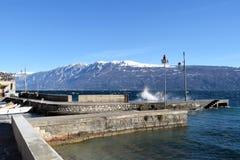 加尔达湖在一风暴日-布雷西亚-意大利一幅全景  免版税库存图片