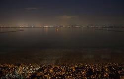 加尔达湖在晚上 库存图片