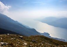 加尔达湖在阿尔卑斯 库存照片