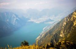 加尔达湖在阿尔卑斯 库存图片
