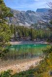 加州伟大Basin全国公园高山湖足迹 库存照片