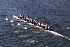 加州大学圣迭戈分校在查尔斯赛船会人` s学院Eights的负责人赛跑 库存图片