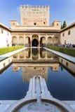 加州桂南门廓的阿尔罕布拉宫法院 免版税库存照片