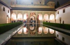 加州桂在夜,阿尔罕布拉宫的法院 免版税库存照片