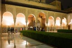 加州桂(Patio de los Arrayanes)的庭院,阿尔罕布拉宫 免版税库存图片