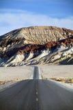 加州死亡沙漠山路谷 免版税图库摄影