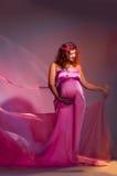 加工好的褂子粉红色孕妇 免版税库存图片