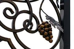 加工铁门,装饰锻件,伪造的元素特写镜头 免版税库存照片