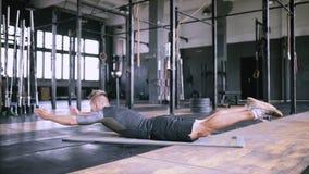 加强的后面的肌肉静态锻炼 股票录像