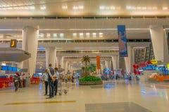 加德满都,尼泊尔, 2017年11月16日:2014年3月01日,加德满都,尼泊尔的未认出的人加德满都机场内部 免版税库存照片