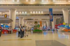 加德满都,尼泊尔, 2017年11月16日:2014年3月01日,加德满都,尼泊尔的未认出的人加德满都机场内部 库存图片