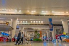 加德满都,尼泊尔, 2017年11月16日:2014年3月01日,加德满都,尼泊尔的未认出的人加德满都机场内部 库存照片