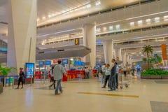 加德满都,尼泊尔, 2017年11月16日:2014年3月01日,加德满都,尼泊尔的未认出的人加德满都机场内部 免版税库存图片