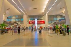 加德满都,尼泊尔, 2017年11月16日:2014年3月01日,加德满都,尼泊尔的未认出的人加德满都机场内部 免版税图库摄影